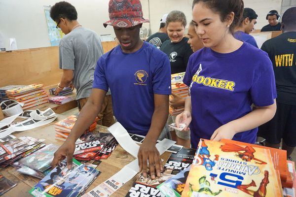 volunteers-books-sorting