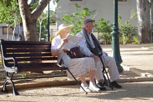 senior-couple-on-bench