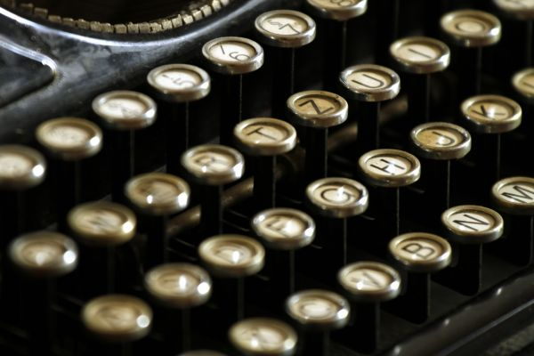 typewriter-keys-writing